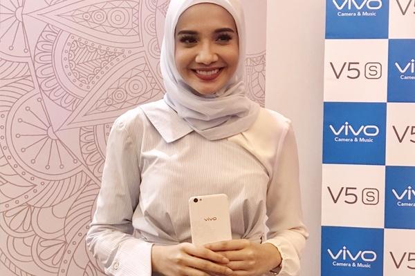 """Zaskia Sungkar Perkenalkan Vivo ke """"Wong Plembang"""""""