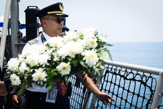 Lion Air Ajak Keluarga Korban Tragedi JT-610 Tabur Bunga di Perairan Karawang