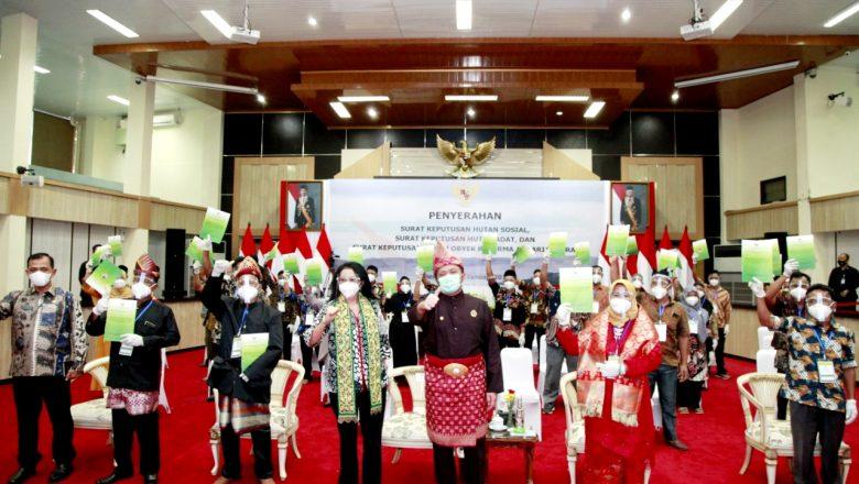 Herman Deru Serahkan SK Hutan Adat, Hutan Sosial ,dan SK TORA Kepada Masyarakat Sumsel