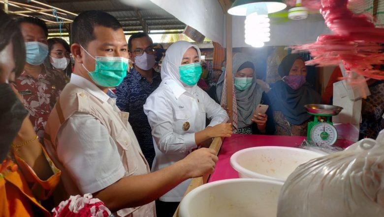 Tinjau Pasar Tradisional, Wawako Temukan Ikan Giling Mengandung Formalin